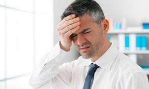 Χαμηλή πίεση: Ποια συμπτώματα είναι «καμπανάκι» – Τι να κάνετε για να ανέβει