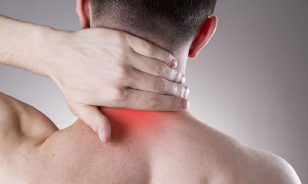 Αυχενικό σύνδρομο: Απλές κινήσεις για να μην πονάτε [pics, vids] | Newsit.gr