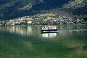 Γιάννενα: Θρίλερ με νεκρή γυναίκα μέσα στη λίμνη – Τη βρήκαν στο σημείο που δένουν τα καραβάκια!