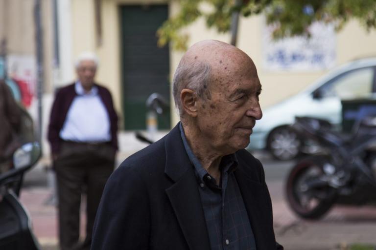 Γιούχαραν τον Κώστα Σημίτη στο πλοίο για τη Σύρο!   Newsit.gr