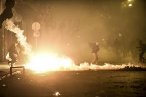 Επιθέσεις με μολότοφ εναντίον αστυνομικών στα Εξάρχεια