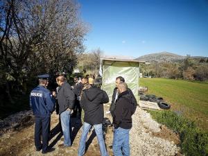 Χίος: Νέες επιθέσεις σε δημοσιογράφους – Απειλές και ύβρεις έξω από  τον καταυλισμό της ΒΙΑΛ!