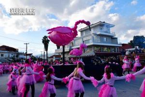 Πολύχρωμη καρναβαλική παρέλαση στη Νέα Κίο [pics, vid]