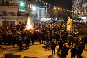 Γιάννενα: Οι τζαμάλες έβγαλαν την πόλη στους δρόμους – Ατελείωτο κέφι με χορούς και τραγούδια [pic, vid]