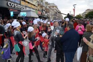 Καλαμάτα: Έτσι έγινε έξαλλος στο καρναβάλι ο Χρήστος Φερεντίνος – Νέες εικόνες λίγο πριν τις συγγνώμες [pics, vid]