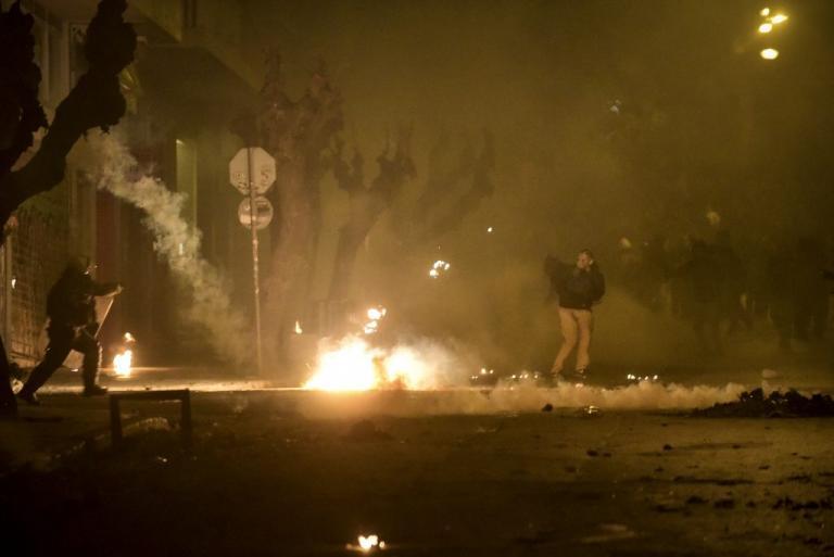 Χαμός ξανά στα Εξάρχεια με μολότοφ! | Newsit.gr