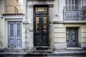 Ανάληψη ευθύνης για τις εμπρηστικές επιθέσεις στην επιχείρηση της Μαρέβα Γκραμπόφσκι, στο ART και σε τρία αυτοκίνητα