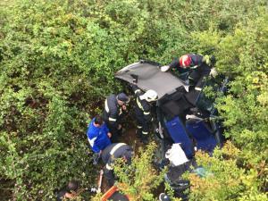 Ρέθυμνο: Έπεσαν σε χαράδρα με το αυτοκίνητο – Τρεις τραυματίες