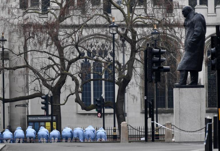 Αβλαβής λευκή σκόνη εντοπίστηκε στο ύποπτο δέμα που βρέθηκε στο βρετανικό κοινοβούλιο | Newsit.gr
