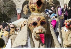 Απόκριες: Ξέφρενο γλέντι στη Βόρεια Ελλάδα – Όλα τα έθιμα του τριημέρου