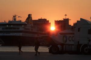 """Μυστική επιχείρηση της Αστυνομίας για να """"εξαφανιστούν"""" οι 17 Τούρκοι στον Πειραιά"""