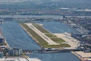 Κλειστό το αεροδρόμιο City του Λονδίνου – Ακυρώθηκαν οι πτήσεις λόγω βόμβας του Β' Π.Π.