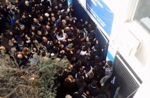 Οπαδοί του ΠΑΟΚ έσπασαν πόρτα και μπήκαν στους «Ζωσιμάδες»! [vid]