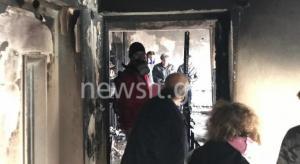Τραγωδία στο Περιστέρι – Βγήκε στο μπαλκόνι και φώναζε βοήθεια – Δεν πρόλαβε να τον σώσει ο γιος του – Κάηκε μέσα στο διαμέρισμά του