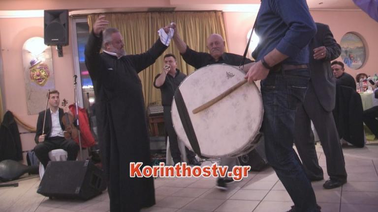 Κορινθία: Το τσάμικο του παπά που σαρώνει το διαδίκτυο – Ο χορός που έγινε θέμα συζήτησης [vid] | Newsit.gr