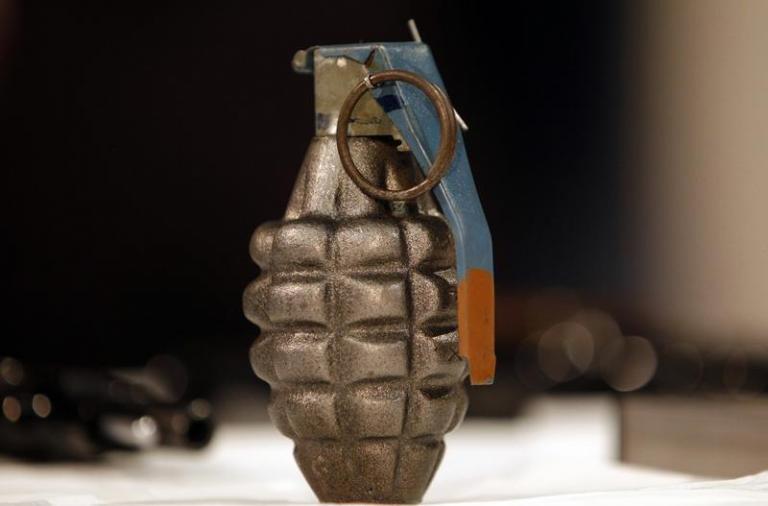 Συναγερμός στην ΕΛ.ΑΣ.! Βρήκαν ενεργές χειροβομβίδες σε δρόμο στο Παγκράτι | Newsit.gr