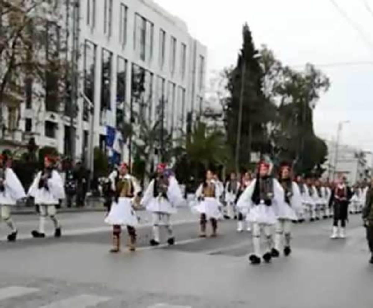 Συλλαλητήριο Αθήνα: Η συγκλονιστική αλλαγή φρουράς των ευζώνων υπο το «Μακεδονία Ξακουστή» | Newsit.gr