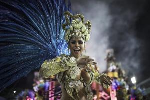 Εντυπωσιακές εικόνες! Καρναβάλι με σάμπα και… πολιτικά μηνύματα