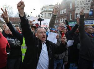 Φασίστες, κλώνοι τζιχαντιστών έτοιμοι να σπείρουν τον τρόμο στην Βρετανία
