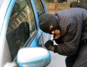 Βέροια: Λύθηκε το μυστήριο με τις αλλεπάλληλες διαρρήξεις αυτοκινήτων – Η τύχη εγκατέλειψε τον δράστη!