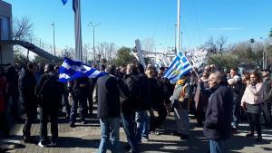 Θεσσαλονίκη: «Μπουτάρη παραιτήσου» – Σε εξέλιξη η συγκέντρωση διαμαρτυρίας στο δημαρχείο της πόλης [pics, vid]