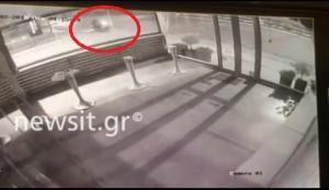 Ντοκουμέντο: Η στιγμή που ο δράστης βάζει τη βόμβα στο κατάστημα επίπλων στην Κηφισίας