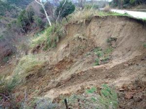 Λάρισα: Έπεσε όλη η πλαγιά του βουνού! [pics, vid]