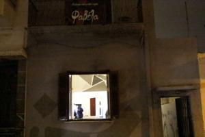 """""""Ντου"""" και ξύλο σε στέκι αναρχικών στον Πειραιά – 5 τραυματίες"""