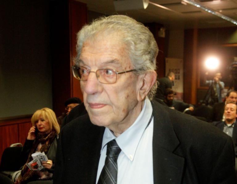 Πέθανε ο καθηγητής Βασίλης Φίλιας | Newsit.gr
