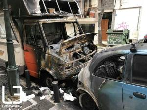 Θεσσαλονίκη: Λαμπάδιασε η καντίνα, «άρπαξε» και το διπλανό όχημα [pics, vid]