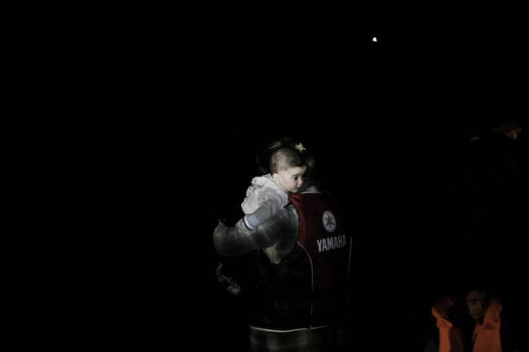 Ιταλία: Νιγηριανή μετανάστρια γέννησε σε πλοιάριο της ιταλικής ακτοφυλακής!   Newsit.gr