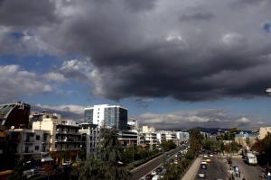 Καιρός: Ανεβαίνει κι άλλο η θερμοκρασία με… βροχές σε όλη την χώρα