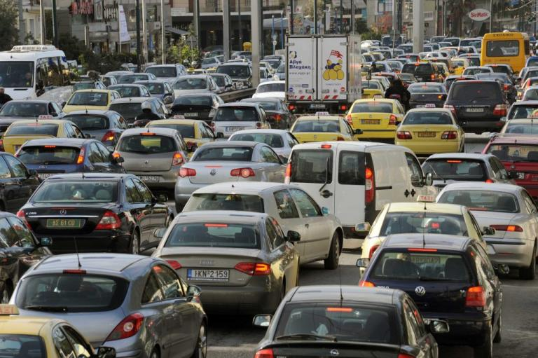 Κίνηση: Κόλαση στους δρόμους! Η βροχή μπλόκαρε τα πάντα | Newsit.gr