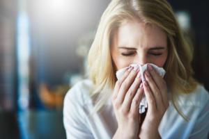 Αλλεργία ή κρυολόγημα; Τι από τα δύο έχετε [πίνακας συμπτωμάτων]