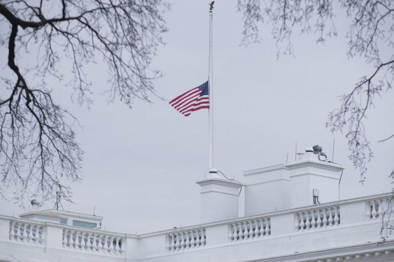 Διαμαρτυρία μαθητών έξω από τον Λευκό Οίκο για την οπλοκατοχή στις ΗΠΑ | Newsit.gr