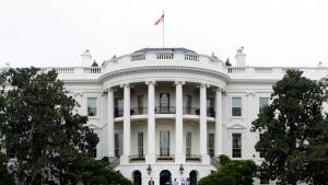 Συναγερμός στον Λευκό Οίκο – Όχημα έπεσε πάνω σε προστατευτικές μπάρες