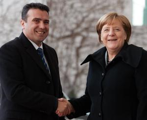 Η Μέρκελ αποκαλεί τα Σκόπια «Μακεδονία» και ζητά λύση στο ονοματολογικό