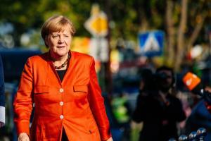 Δεν… χαμπαριάζει η Μέρκελ από το «κύμα» αντιδράσεων στο κόμμα της – «Θα παραμείνω πρόεδρος»