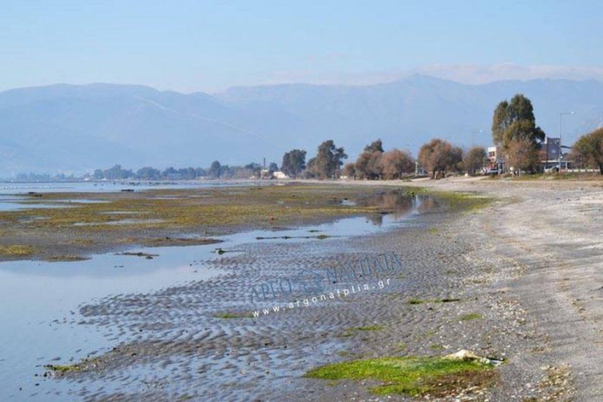 Εντυπωσιακές εικόνες από το φαινόμενο της άμπωτης στο Ναύπλιο [vid] | Newsit.gr