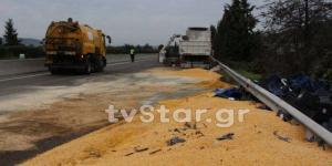Λαμία: Επτά ώρες έμεινε κλειστή η εθνική οδός από ανατροπή νταλίκας [pics]