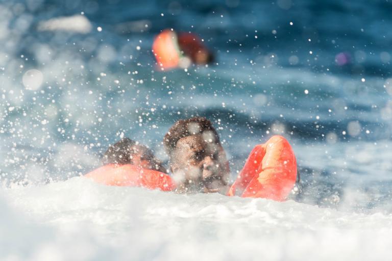 Νέο ναυάγιο στη Μεσόγειο: 21 συγκλονιστικές φωτογραφίες από την επιχείρηση διάσωσης [pics] | Newsit.gr