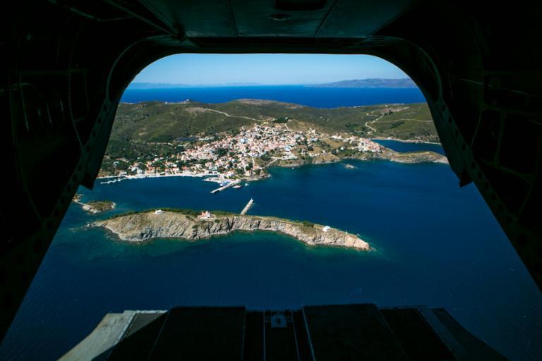 Τούρκοι έφτασαν στις Οινούσσες – Ζήτησαν πολιτικό άσυλο στην Ελλάδα | Newsit.gr