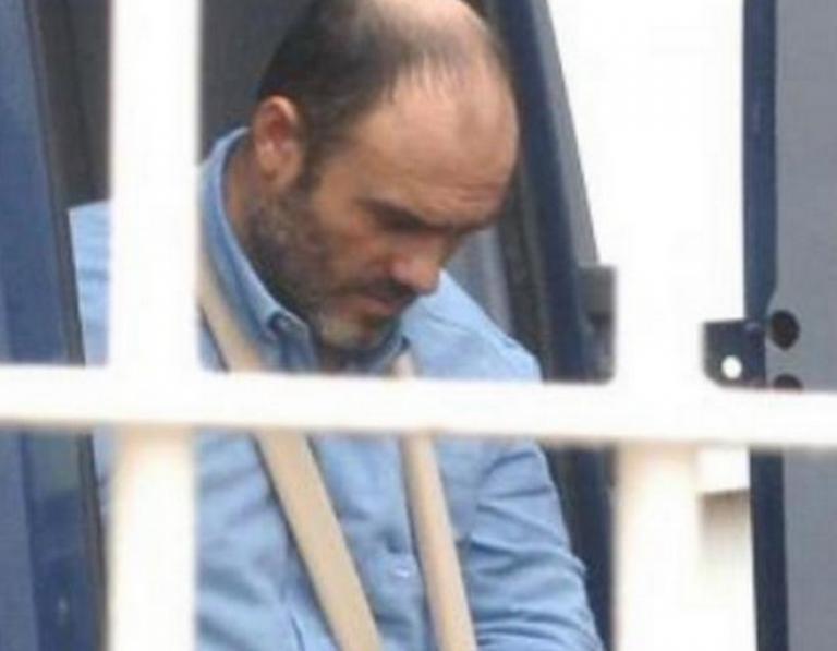 Πάτρα: Η αστυνομική κλούβα άνοιξε και λύθηκε το μυστήριο – Πάνοπλοι αστυνομικοί στο ΙΚΑ [pics, vid] | Newsit.gr