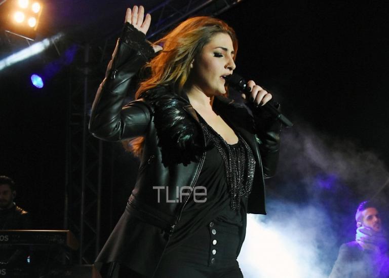Έλενα Παπαρίζου: Κομψή και σέξι στην αποκριάτικη συναυλία της[pics,vid] | Newsit.gr