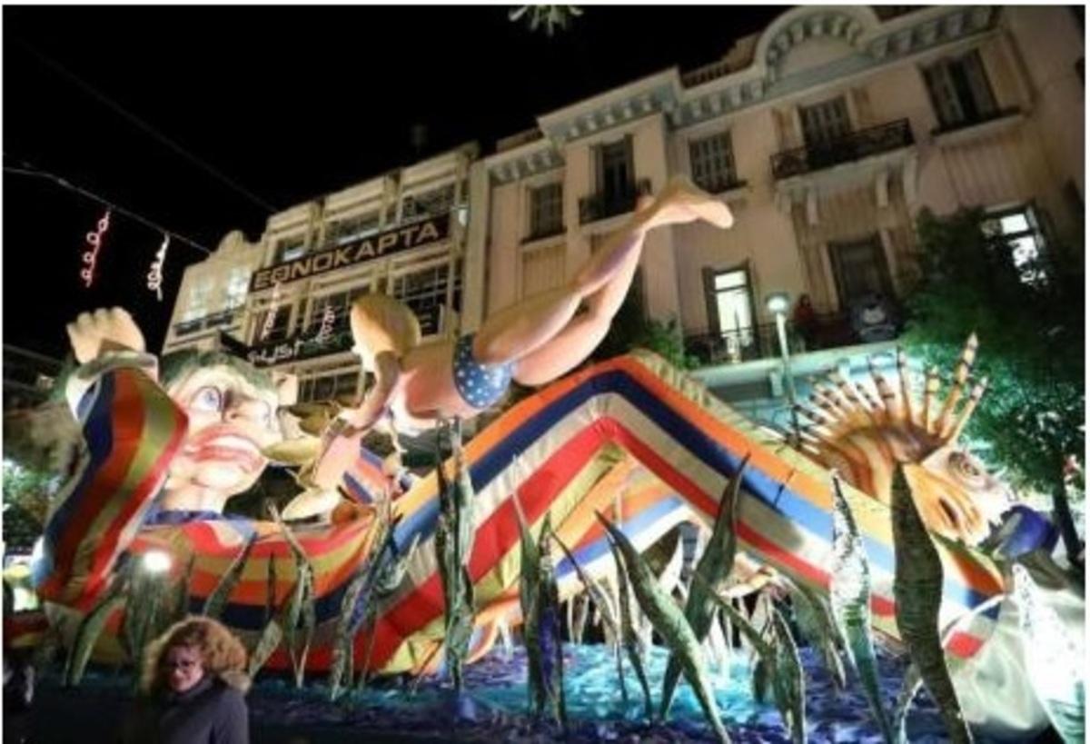 Πατρινό καρναβάλι: Κέφι και χρώμα! Χιλιάδες μασκαράδες στη Νυχτερινή Ποδαράτη Παρέλαση | Newsit.gr