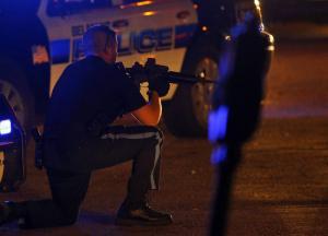 ΗΠΑ: Αστυνομικός αρνήθηκε να πυροβολήσει μαύρο ύποπτο αλλά δικαιώθηκε