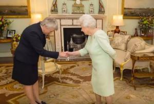 Αυτή η γυναίκα έσπασε παράδοση 650 ετών στην Βρετανία