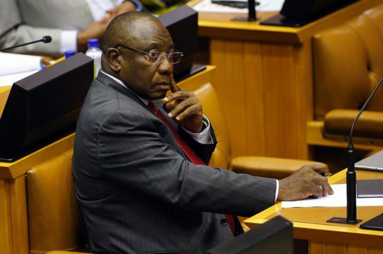 Αλλαγή φρουράς στην Νότια Αφρική – Νέος πρόεδρος ο Σίριλ Ραμαφόζα | Newsit.gr