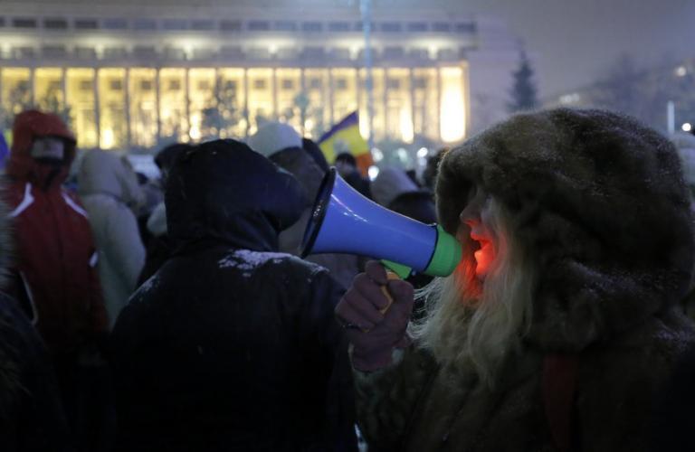 Ρουμανία: Η επικεφαλής της εισαγγελίας διαφθοράς απειλείται με… αποκεφαλισμό | Newsit.gr