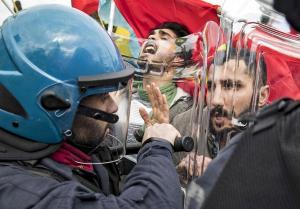 Διαδηλώσεις για την επίσκεψη Ερντογάν στην Ρώμη: Ένας τραυματίας